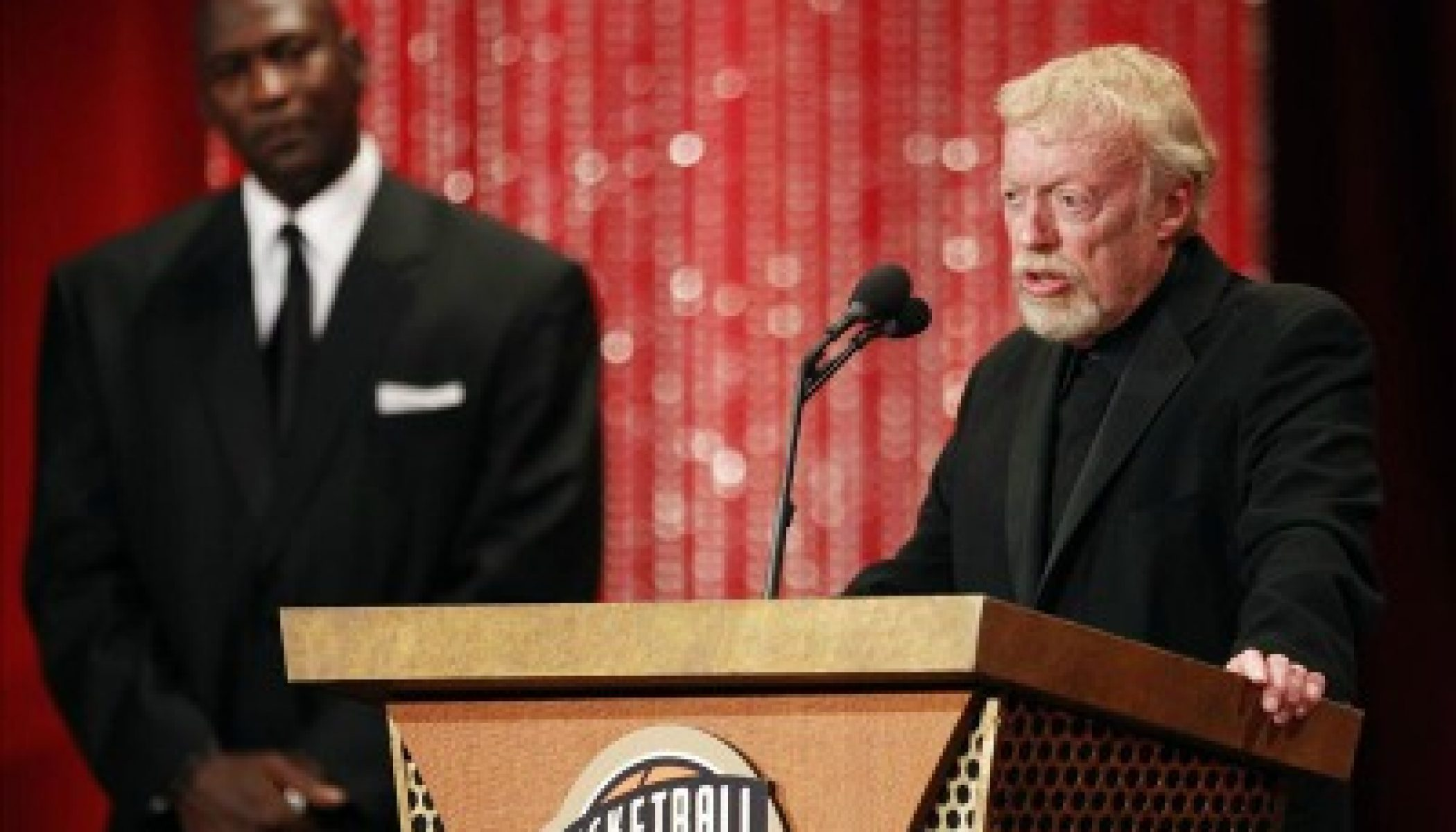 Loza de barro Cuerpo Acercarse  NIKE appoints new Chairman as Phil Knight retires - iSportConnect